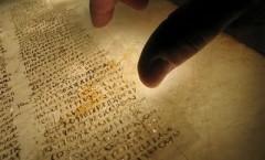 """El lenguaje bíblico es como la sedimentación de grandes literaturas"""": Pitol."""