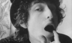 Bob Dylan, dejando huella en la alfombra roja de la historia