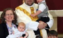 Grupo de obispos a favor de ordenar a ancianos casados y a mujeres diaconisas