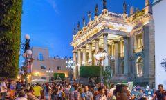 Jóvenes abarrotan la ciudad de Guanajuato; Da inicio el Festival Cervantino