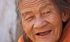 Los ancianos no son ni inútiles ni infantiles: Merecen respeto