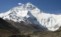 En la cumbre del Everest China estudia clima y glaciares