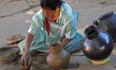 La Vida Sigue y el barro negro de Oaxaca