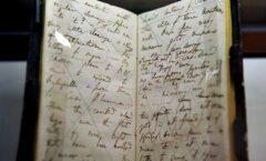 Universidad de Cambridge denuncia robo de dos cuadernos de Darwin