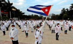 Apoyarán médicos cubanos a pacientes en hospitales Covid