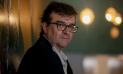 Rushdie y Cercas descartan que la humanidad cambie después de la pandemia