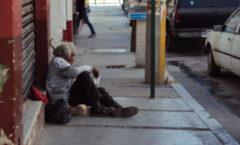Anciano, sin empleo, vive de limosnas .. y van 2 veces que lo asaltan
