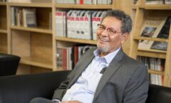 "Élmer Mendoza recibirá doctorado ""honoris causa"" de la U.A.S."