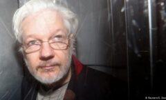 """Recibe Assange mensaje """"cálido y personal"""" del papa Francisco"""