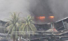 El dueño de la fábrica las encerró y las incendió; a las sobrevivientes la policía las apresó. Murieron 120.