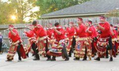 Con su grupo de bailarines matachines, recorre los pueblos del El Rosario