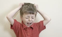 El encierro por la pandemia afecta a niños con autismo y a sus padres