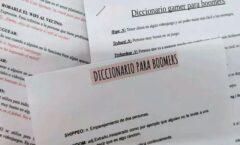 Unos estudiantes elaboran un diccionario para que los adultos les entiendan