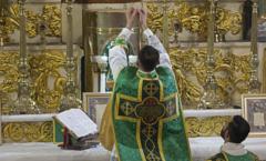 Marco restrictivo para celebrar la misa antigua en latín