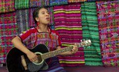 Cantamos para honrar la existencia y luchas de los indígenas del mundo: Sara Curruchich