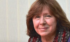 La revolución en Bielorrusia tiene rostro de mujer: Svetlana Alexiévich