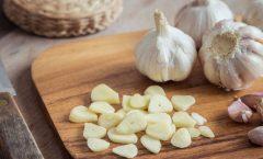 Elajo(Allium sativum) es tanto una planta medicinal como un condimento sabroso